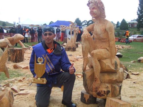 タスマニア チェンソーカービング国際大会優勝